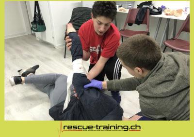 Rescue-training école de secourisme idem samaritains sauveteur permis de conduire entreprises BLS AED petite enfance Valais Lucien Cottier Street-L auto-école Riddes.058